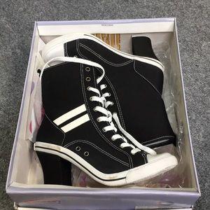 Soda Heeled Boots size 7